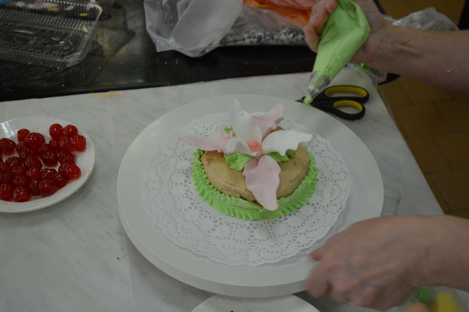 Уроки по украшению тортов мастикой для начинающих 8